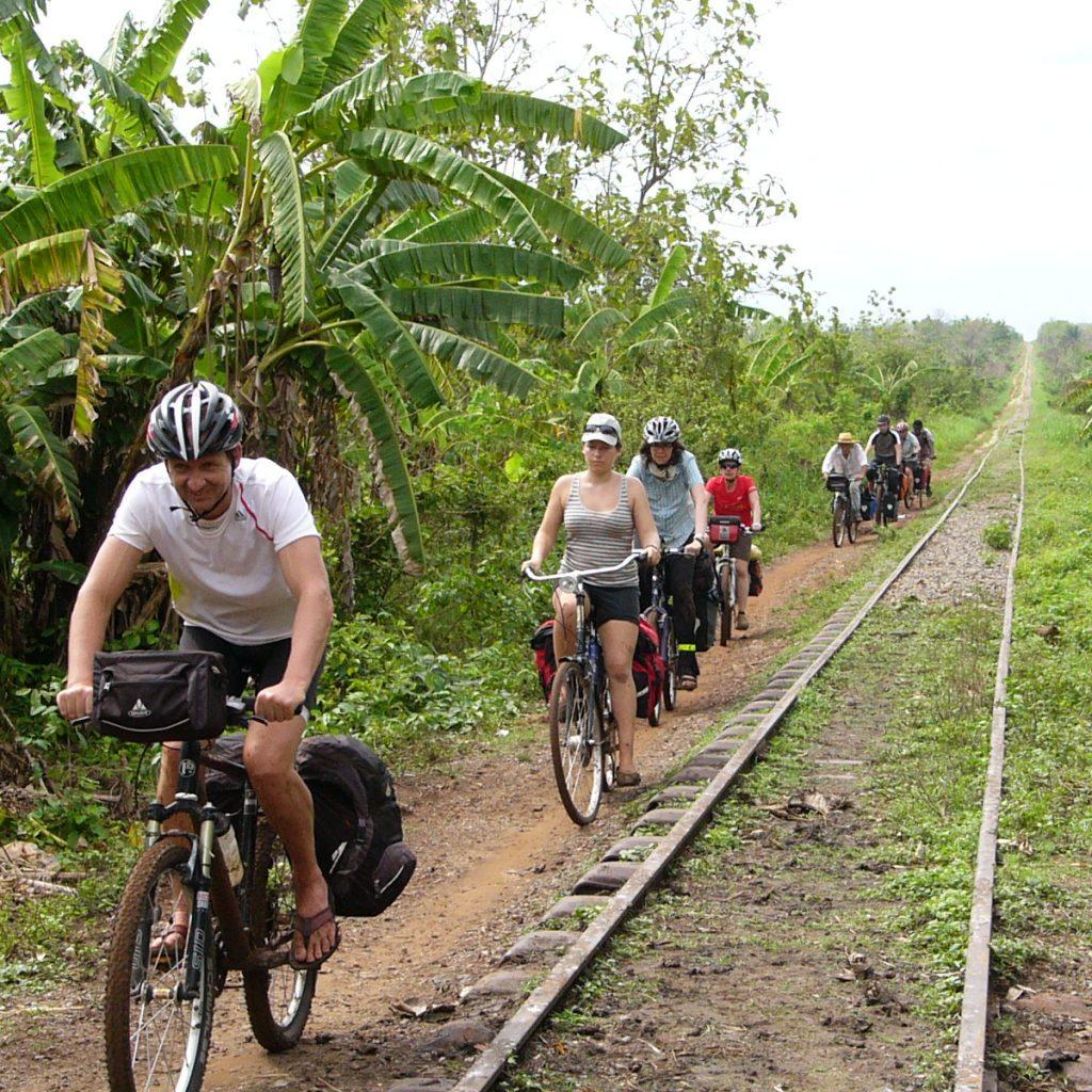Fahrt An Der Eisenbahnlinie
