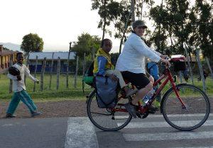 fahrradfahren-aethiopien-kinderbegleitung