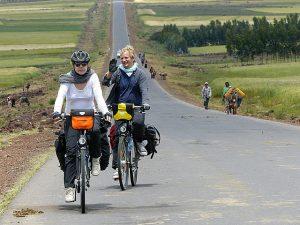 fahrradtour-aethiopien-fast-leere-strassen
