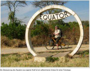 Die Überquerung des Äquators aus eigener Kraft ist ein willkommener Anlass für einen Fotostopp