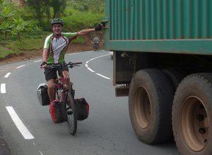 Reisebericht Fahrradtour Ruanda, LKW-Hilfe beim Bergauf fahren